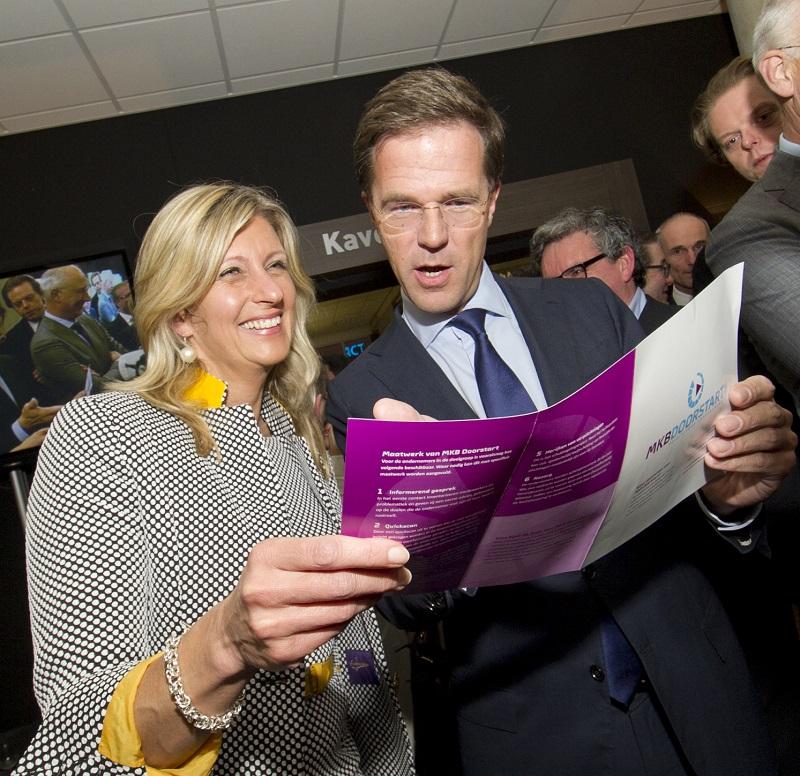 Jacqueline Zuidweg en Mark Rutte tijdens de lancering van MKBDoorgaan.nl in 2014